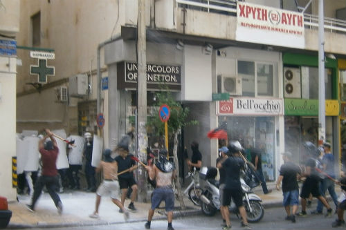 Incidentes en el centro de Atenas, frente a oficinas de Amanecer Dorado.