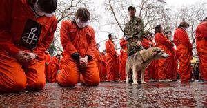 Campo de concentración de Guantanamo, humillando a los presos práctica comun del ejército yanqui