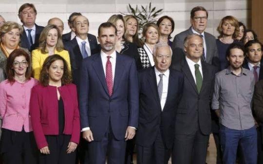 octubre de 2015. Visita de Felipe Borbón a Estrasburgo. Foto con los diputados españoles (los que aceptaron tal iniciativa). En la práctica una foto de los apoyos políticos del régimen.